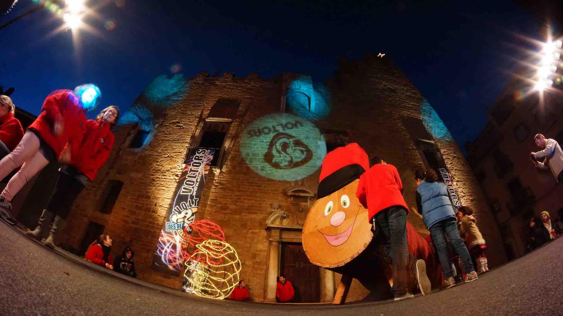 Gran tió de nadal a la plaça del Castell